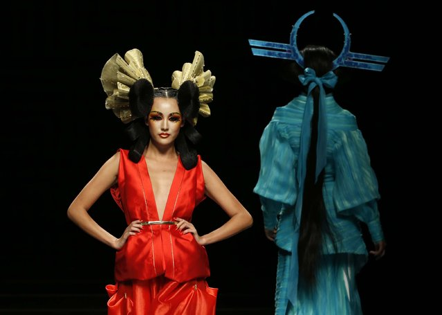 Models present creations at MGPIN 2015 Mao Geping makeup trend launch during China Fashion Week in Beijing October 27, 2014. (Photo by Kim Kyung-Hoon/Reuters)