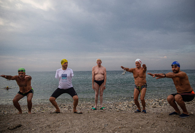 English channel swimmer Michael Read (C), 79 years old, warm up to swim with Istanbul's Avcilar municipality mayor Turan Hancerli (2-L), who is an amputee, and other Turkish swimmers in the Marmara sea in Istanbul, Turkey, 25 September 2020. Michael Read will try to swim approximately 90 kilometers to Cyprus from Mersin, Turkey, 01 October 2020. (Photo by Erdem Sahin/EPA/EFE)