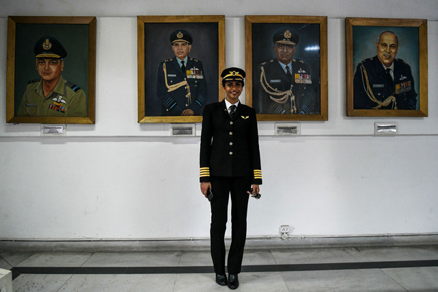 Anny Divya, 31, an Indian pilot who became the youngest woman in the world to captain the Boeing 777 aircraft, poses next to portraits of various air marshals at the Indian Air Force Museum in New Delhi on February 24, 2018. (Photo by Chandan Khanna/AFP Photo)