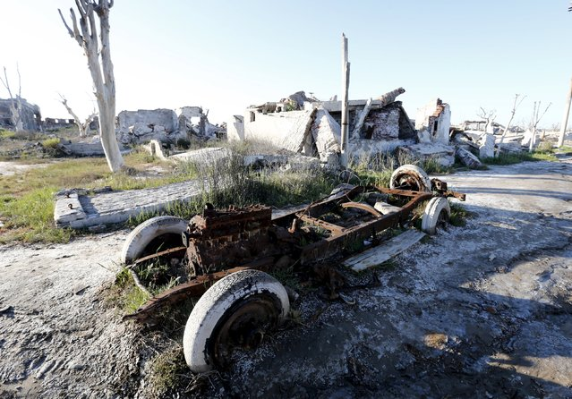 A rusty car is pictured in the onetime spa and resort town Epecuen, November 6, 2015. (Photo by Enrique Marcarian/Reuters)