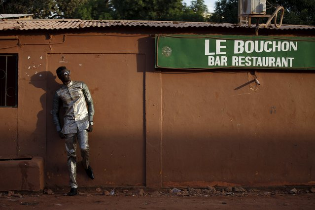 Model Mamadou Racine poses for a picture in a bazin suit made by designer Barros Coulibaly in Bamako, Mali, October 21, 2015. (Photo by Joe Penney/Reuters)
