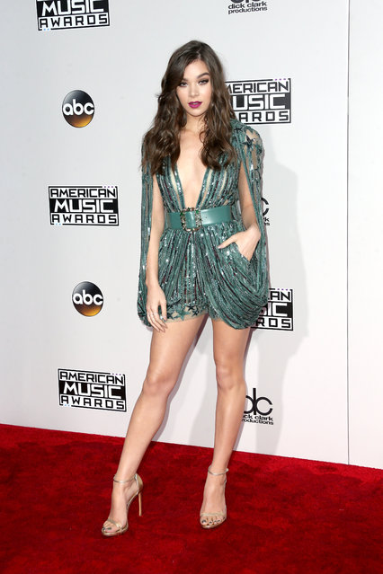 Actress Hailee Steinfeld attends the 2016 American Music Awards at Microsoft Theater on November 20, 2016 in Los Angeles, California. (Photo by Frederick M. Brown/Getty Images)
