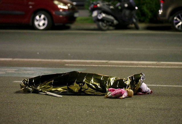 A body is seen on the ground in Nice, France July 15, 2016, after the Bastille Day truck attack on July 14. (Photo by Eric Gaillard/Reuters)