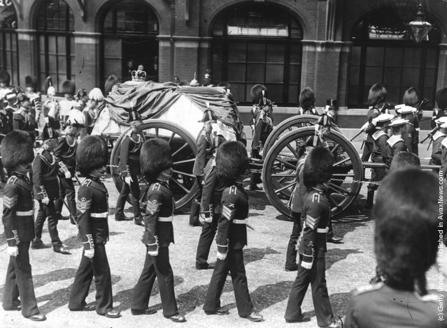 1910: The funeral procession of King Edward VII