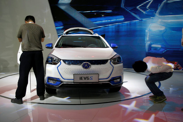 Visitors look around Anhui Jianghuai Automobile Co's iEV6S during the Auto China 2016 in Beijing, China April 26, 2016. (Photo by Kim Kyung-Hoon/Reuters)