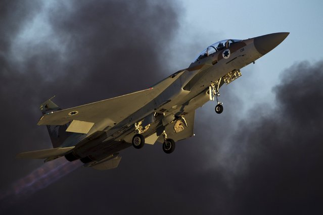 An Israeli air force F-15 fighter jet flies during an exhibition as part of the graduation ceremony of air force pilots at Hatzerim air base in southern Israel June 25, 2015. (Photo by Amir Cohen/Reuters)