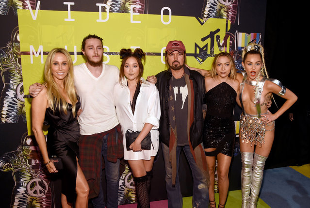(L-R) Producer Tish Cyrus, actors Braison Cyrus, Noah Cyrus, recording artist Billy Ray Cyrus, actress Brandi Glenn Cyrus and host Miley Cyrus attend the 2015 MTV Video Music Awards at Microsoft Theater on August 30, 2015 in Los Angeles, California. (Photo by Larry Busacca/Getty Images)