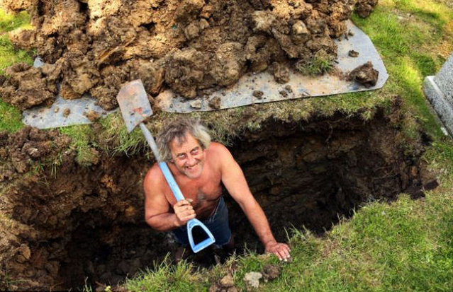 Gravedigger Loses Job After Saluting In Burial Plot