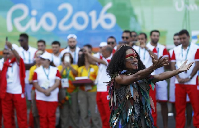 Brazilian artist performs during the welcome ceremony at the Olympic Village in Rio de Janeiro, Brazil August 1, 2016. (Photo by Kai Pfaffenbach/Reuters)