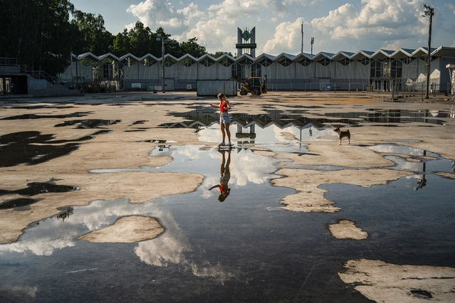 A woman rides her skateboard at the Sokolniki park in Moscow in Moscow on June 7, 2020. (Photo by Dimitar Dilkoff/AFP Photo)