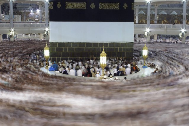 Muslim pilgrims pray around the holy Kaaba at the Grand Mosque, during the annual haj pilgrimage in Mecca October 1, 2014. (Photo by Muhammad Hamed/Reuters)