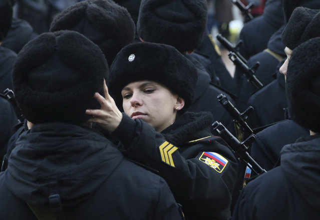 A Russian Marine Corps sergeant adjusts the hat of a conscript during an oath-taking ceremony in the Black Sea port of Sevastopol, Crimea December 9, 2017. (Photo by Pavel Rebrov/Reuters)