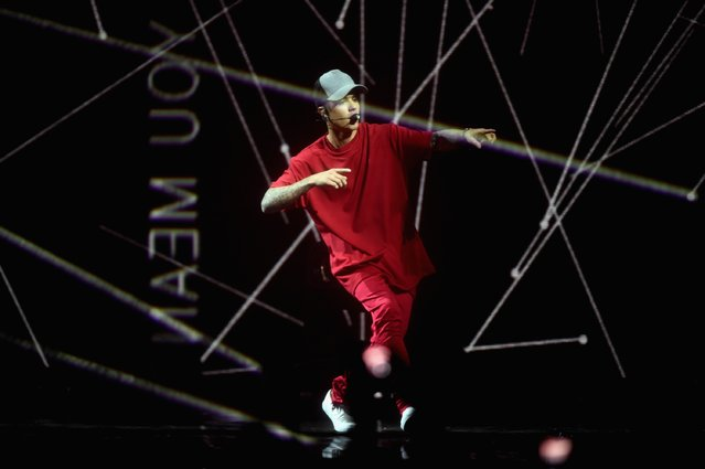 Justin Bieber performs on stage during the MTV EMA's 2015 at the Mediolanum Forum on October 25, 2015 in Milan, Italy. (Photo by Brian Rasic/Getty Images for MTV)