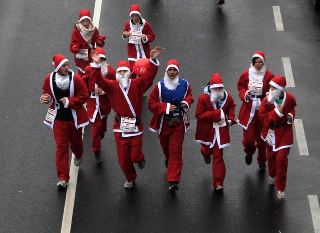 "Runners dressed in Santa Claus costumes take part in the ""Santa Claus Run"" in Budapest, December 6, 2014. (Photo by Bernadett Szabo/Reuters)"