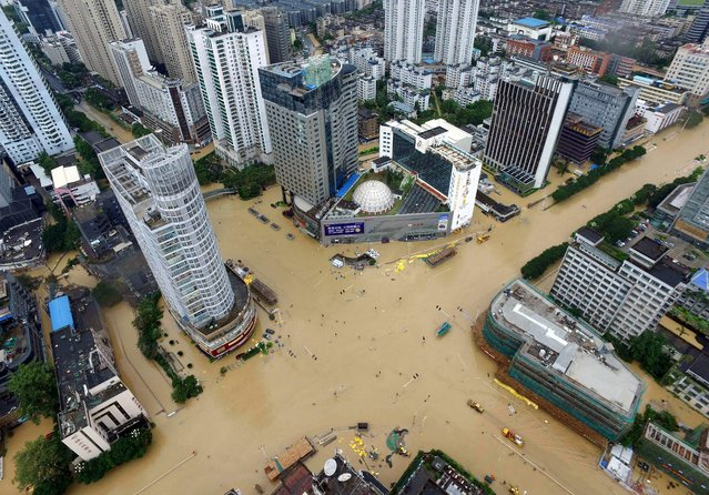 Streets are submerged in floodwaters brought by typhoon Megi in Xiamen, eastern China's Fujian province on September 28, 2016. Typhoon Megi smashed into the Chinese mainland on September 28 morning, killing one person, after leaving a trail of destruction and four people dead in Taiwan. (Photo by AFP Photo/Stringer)