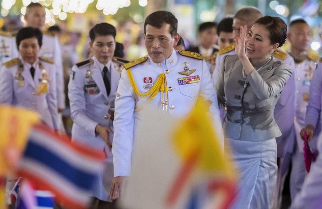 King Maha Vajiralongkorn, center left and Queen Suthida, center right wave to supporters in Bangkok, Thailand, Sunday, November 1, 2020. (Photo by Wason Wanichakorn/AP Photo)