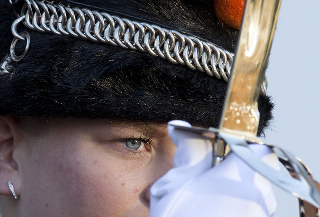 An honor guard stands to attention as Norway's Prime Minister Erna Solberg is greeted by Dutch Prime Minister Mark Rutte upon her arrival at Catshuis residence in The Hague, Netherlands, Wednesday, December 9, 2015. (Photo by Peter Dejong/AP Photo)