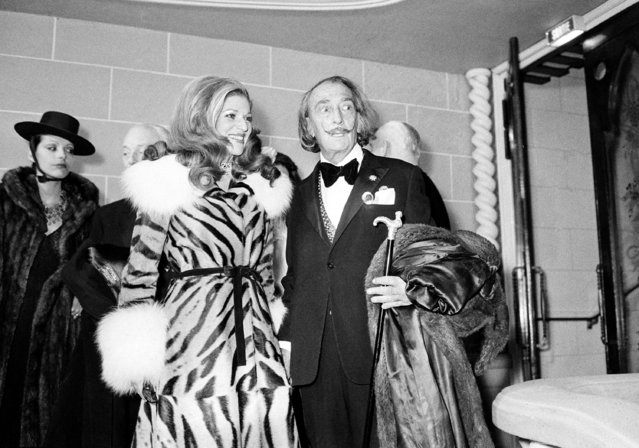 French Baroness Marie-Helene de Rothschild and Spanish surrealist Salvador Dali appear at the opening of the nightclub Lido in Paris, on January 3, 1974. (Photo by AP Photo)