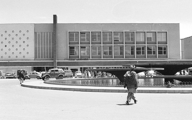 Modern new Finance Ministry building in Kabul, on June 9, 1966, with a public, western-style cafeteria and sidewalk restaurant, facing a water fountain which is illuminated in color at night. (Photo by AP Photo via The Atlantic)