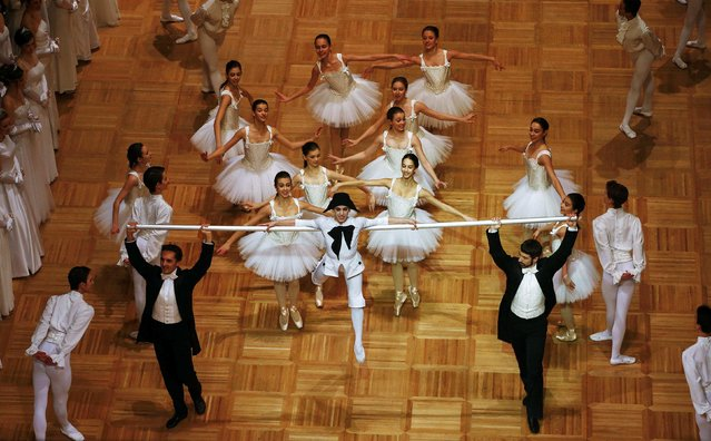 Dancers perform during the opening ceremony of the Opera Ball in Vienna February 12, 2015. (Photo by Leonhard Foeger/Reuters)