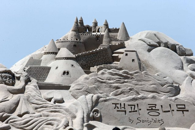 A sand sculpture depicting a castle from the fairytale Jack and the Beanstalk stands tall on Haeundae Beach in the southeastern city of Busan, South Korea, 22 May 2015. Similar sculptures featuring scenes from fairytales such as Pinocchio, Peter Pan and the Wizard of Oz will be in display during a four-day festival from May 29. (Photo by EPA/Yonhap News)
