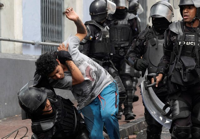 Riot police detain a man during protests after Ecuador's President Lenin Moreno's government ended four-decade-old fuel subsidies, in Quito, Ecuador on October 3, 2019. (Photo by Ivan Castaneira/Reuters)