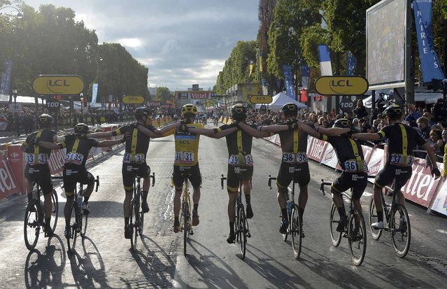 Team Sky rider Chris Froome of Britain (C), the race leader's yellow jersey, celebrates his overall victory with team-mates after the 109.5-km (68 miles) final 21st stage of the 102nd Tour de France cycling race from Sevres to Paris Champs-Elysees, France, July 26, 2015. (Photo by Bernard Papon/Reuters)
