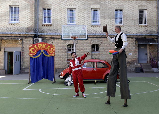 Circus artist Viaceslavas Mickevicius (L) and inmate Darius Braziunas perform during their first circus performance to an audience of visiting relatives in a prison in Vilnius, Lithuania, June 3, 2016. (Photo by Ints Kalnins/Reuters)