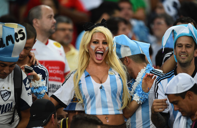 Argentina fans cheer prior to the 2014 FIFA World Cup Brazil Group F match between Argentina and Bosnia-Herzegovina at Maracana on June 15, 2014 in Rio de Janeiro, Brazil. (Photo by Matthias Hangst/Getty Images)