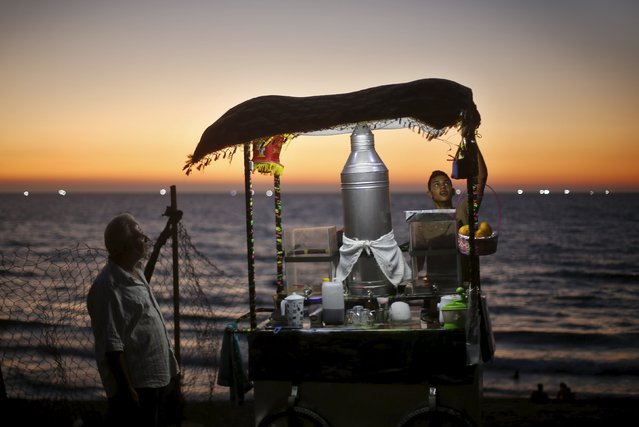 A Palestinian sells juice on a beach along the Mediterranean Sea in the northern Gaza Strip July 29, 2015. (Photo by Mohammed Salem/Reuters)