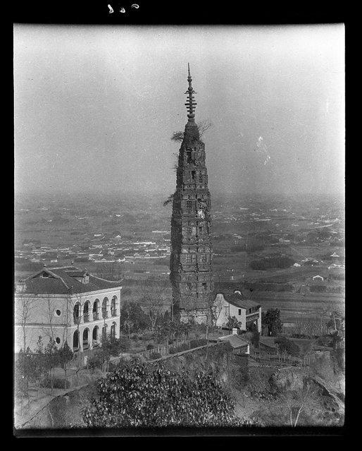 Needle Pagoda. China, Hangzhou, 1917-1919. (Photo by Sidney David Gamble)