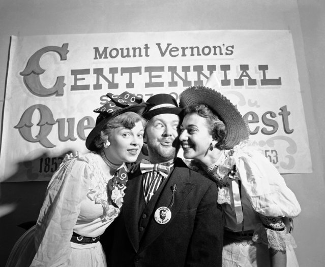 Stephen Arnold, 31-year-old Chicagoan, lets his beard grow for a purpose, to promote Mount Vernon, New York's 100th anniversary, at the Mount Vernon Centennial Committee on September 4, 1953. He's getting beard-growing encouragement from Jacqueline Campanella, left, and Rosemarie Grillo of Mount Vernon. (Photo by Bob Wands/AP Photo)