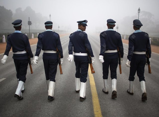 Indian soldiers march during the rehearsal for the Republic Day parade amid fog on a cold winter morning in New Delhi January 6, 2014. (Photo by Ahmad Masood/Reuters)