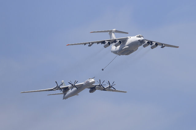 An Ilyushin Il-78 Midas air force tanker and a Tupolev Tu-95MS strategic bomber fly over the Red Square during the Victory Day parade in Moscow, May 9, 2015. (Photo by Reuters/RIA Novosti/Host Photo Agency)