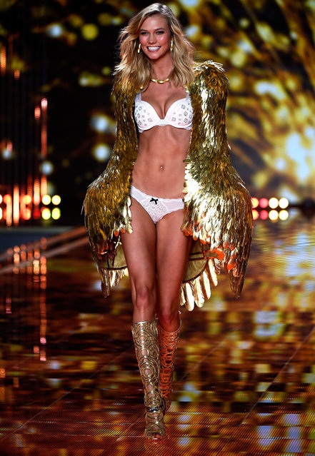 Model Karlie Kloss walks the runway at the annual Victoria's Secret fashion show at Earls Court on December 2, 2014 in London, England. (Photo by Pascal Le Segretain/Getty Images)