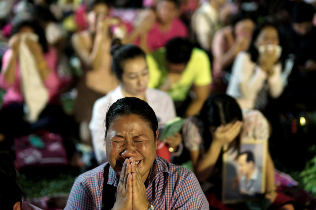 A woman cries before an announcement that Thailand's King Bhumibol Adulyadej has died, at the Siriraj hospital in Bangkok, Thailand, October 13, 2016. (Photo by Athit Perawongmetha/Reuters)