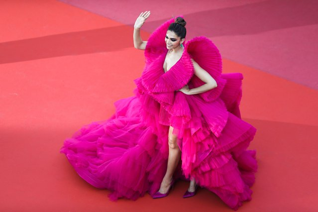 """Indian actress Deepika Padukone waves as she arrives on May 11, 2018 for the screening of the film """"Ash is Purest White (Jiang hu er nv)"""" at the 71st edition of the Cannes Film Festival in Cannes, southern France. (Photo by Valery Hache/AFP Photo)"""