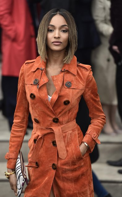 "Jourdan Dunn arrives for the Burberry Prorsum Autumn/Winter 2015 show during ""London Collections: Men"" in London January 12, 2015. (Photo by Toby Melville/Reuters)"