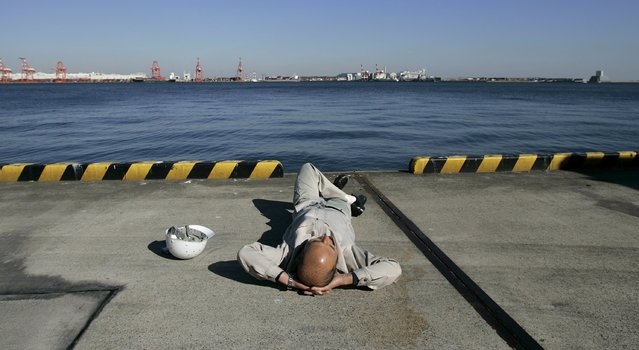 A worker takes a break at a container yard at Ooi Wharf in Tokyo in this November 21, 2008 file photo. Japan is expected to release trade data this week. (Photo by Yuriko Nakao/Reuters)