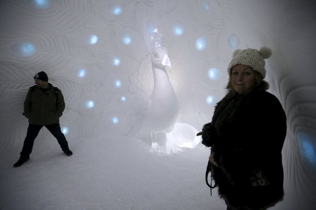 People observe a room in the Ice hotel in Jukkasjarvi, Sweden, December 16, 2015. (Photo by Ints Kalnins/Reuters)