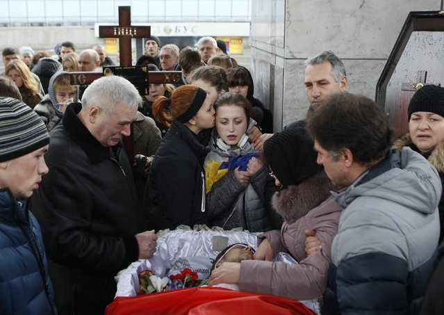 """People attend a funeral ceremony for Vadym Zherebylo, a member of the self-defence battalion """"Aydar"""", who was killed in the fighting in Luhansk region in eastern Ukraine, at the Independence Square in central Kiev February 2, 2015. (Photo by Valentyn Ogirenko/Reuters)"""
