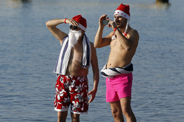 People wearing Christmas hats, attend the traditional Christmas bath on December 20, 2015 on the beach of the French riviera city of Nice, southeastern France. (Photo by Valery Hache/AFP Photo)
