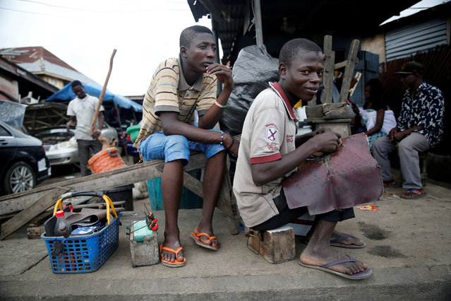 Local shoe menders work along a street in Ebutte meta district in Lagos, Nigeria July 28, 2016. (Photo by Akintunde Akinleye/Reuters)