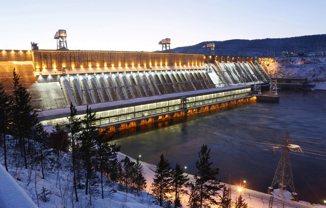 A general view shows the Krasnoyarsk hydro-electric power station on the Yenisei River near the Siberian city of Krasnoyarsk, Russia, January 13, 2016. The power plant, owned by EuroSibEnergo company, part of En+ Group, with a generating capacity of 6,000 megawatt (MW), has a ferro-concrete dam 124-metres high and 1065-metres long and is the second largest Russian hydroelectric power station. About 85% of the energy generated is intended for the Rusal Krasnoyarsk aluminium smelter, according to representatives of the power station. (Photo by Ilya Naymushin/Reuters)