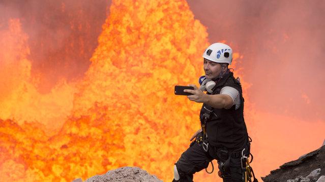 Nik Halik tries to get the perfect hot selfie in Benbow Volcano, Ambrym Island. (Photo by Nik Halik/Caters News Agency)