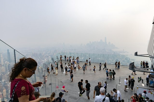 The New York City skyline is seen through a cover of wildfire smoke from the Edge at Hudson Yards in New York, U.S. July 20, 2021. (Photo by Jeenah Moon/Reuters)