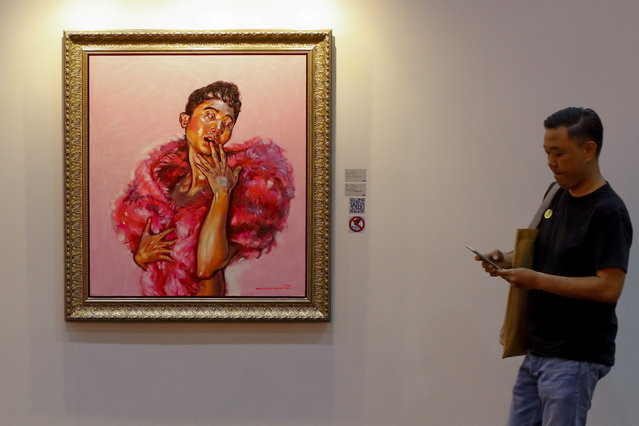 """A man walks past a painting entitled """"Oop"""" by Thai artist Padunpong Saruno on display at an arts stall at the STYLE Bangkok, international trade fair at BITEC in Bangkok, Thailand, 20 April 2019. The fair, which is held biannually, offers large discounts to consumers as well as novelty products ranging from furniture to gifts and house ware, and fashion. The STYLE Bangkok International fair is open to the public from 20-21 April. (Photo by Diego Azubel/EPA/EFE)"""