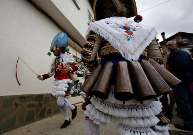 """Carnival revellers dressed as """"Peliqueiros"""" run along a street in the village of Laza, Spain February 26, 2017. (Photo by Miguel Vidal/Reuters)"""