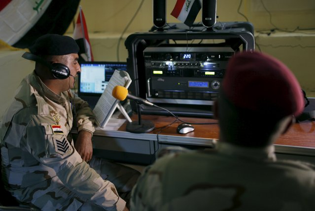 Iraqi soldiers work at a radio station at Makhmour base, Iraq April 17, 2016. (Photo by Ahmed Jadallah/Reuters)