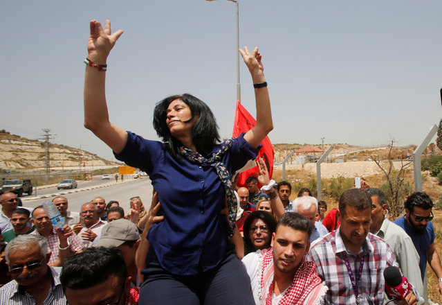 Palestinian lawmaker Khalida Jarrar gestures as she is carried by Palestinian activists following her release from an Israeli jail at Israeli Jbara checkpoint near the West Bank city of Tulkarm June 3, 2016. (Photo by Abed Omar Qusini/Reuters)
